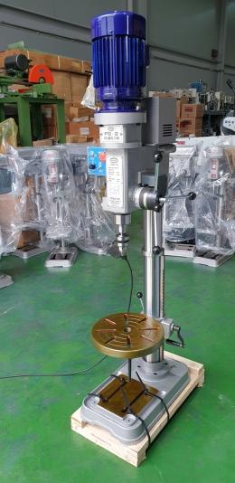 팔도 드릴탭핑기 PTD-32 단상220볼트 사용. 인버터장착