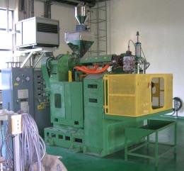 브로아몰딩기,블로아몰딩기,블로우몰딩기,플라스틱병 생산기계,PE병생산기계