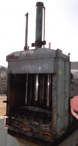 폐지압축기,파지압축기,비닐압축기,캔압축기,폐기물압축기,수직압축기,압축기