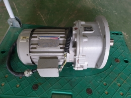 감속기,Vertical geared motor