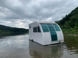 물에 뜨는 캠핑카
