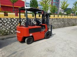 닛산(NISSAN) 2.5톤 전동지게차
