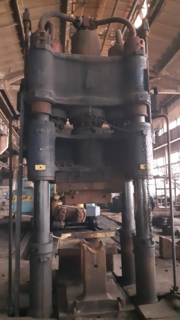 800톤 자유단조프레스 + 5톤 메니플레이터