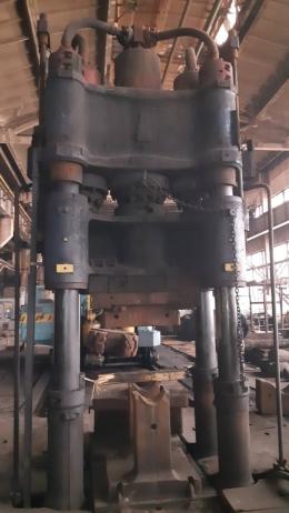 800톤 자유단조+5톤 메니플레이터