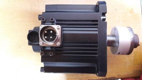 HF-SP352  3.5KW / MITSUBISHI AC SERVO MOTOR