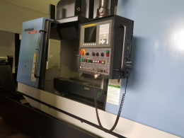 두산 5호 머시닝센터 MYNX-500. FANUC 0i-MC, BT40, 8,000 RPM, ATC 24EA.