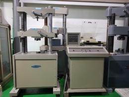 만능재료시험기 (UTM 50톤)