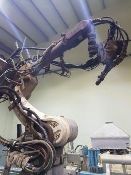 포크레인 붐대 용접라인, 중고로봇, 산업용로봇, 파나소닉로봇, TA1800, 용접로봇, 산업용 로보