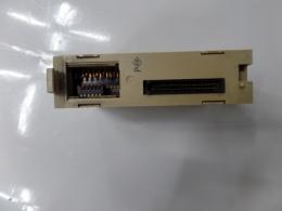 OMRON PLC C200H-MD215 INPUT OUTPUT UNIT INPUT:24VDC 4.1mA OUTPUT:24VDC 0.1A/POINT 1.6A/UNIT
