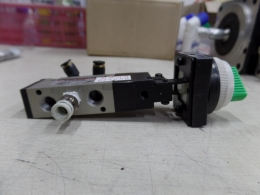 SMC	MECHANICAL VALVE	VZM550