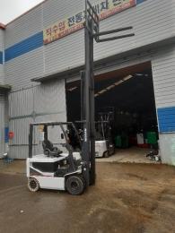 직수입- NISSAN(닛산) 2톤 3단마스타(4.75m) 전동지게차