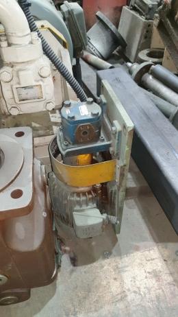 효성전기모터[3상1.5Kw(2HP)4극440V]+UCHIDA유압펌프[GSP2-A0S06AR-A0]+베이스