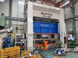 쌍용 트랜스퍼프레스 600톤-로봇자동화포함(2002년 3월)